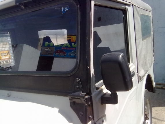 Mahundra Jeep